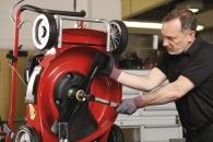 Servis De-Luxe na travní sekačky - sestavení stroje